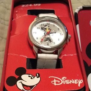 NEW LISTING Disney Minnie Mouse/Nurse Watch NWT
